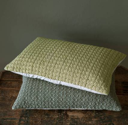 original_shell-crochet-cushion